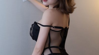 huang le ran hot girl in lace underwear wants to fuck