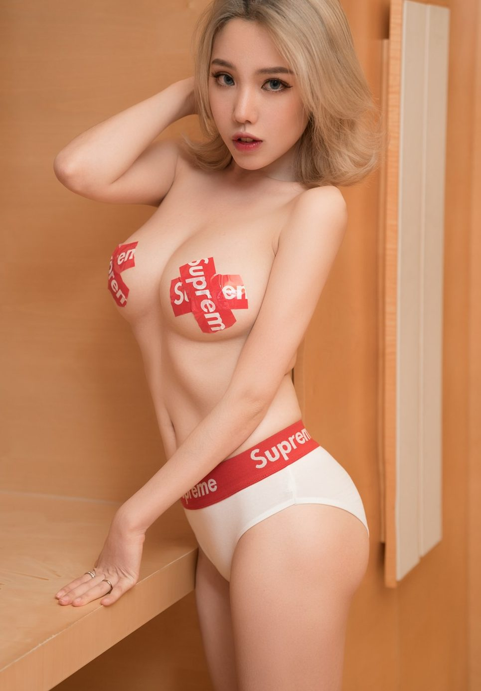 Hot babe of the month: Huang Le Ran